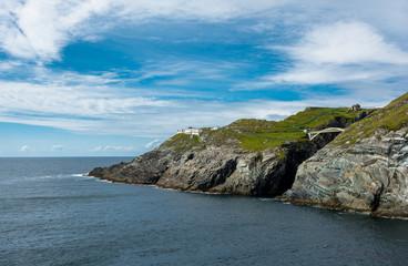 Küste und Brücke bei Mizen Head in Irland