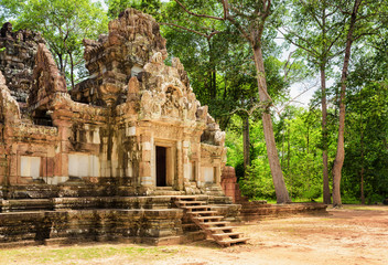 Entrance to ancient Thommanon temple in Angkor, Cambodia