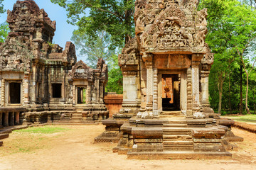 Wall Mural - Doorway with carving of Thommanon temple, Angkor, Cambodia