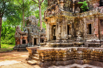 Wall Mural - Entrance to central sanctuary of Thommanon temple, Cambodia