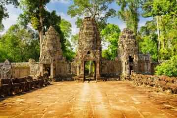Fototapete - Entrance to ancient Preah Khan temple in Angkor, Cambodia