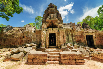 Wall Mural - One of entrances to ancient Ta Som temple, Angkor, Cambodia