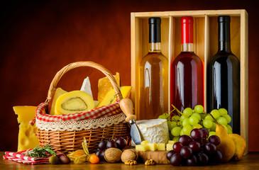 Foto op Aluminium Picknick Bottles Wine, Food and Cheese