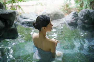 温泉・若い女性