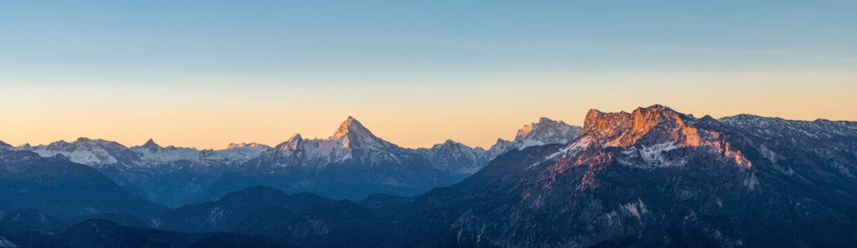 Sonnenaufgang in den Alpen mit Watzmann