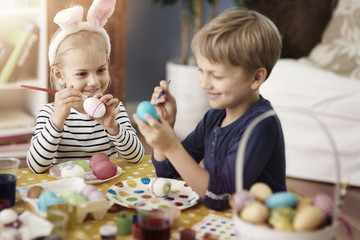 Little kids during the painting eggs