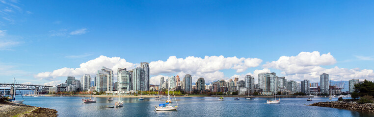 panoramic view of the buildings of vancouver city skyline behind a marina during a sunny day in british columbia in canada Fotomurales