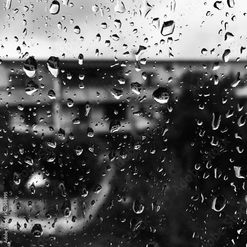 Gocce d 39 acqua sulla finestra immagini e fotografie for Finestra con gocce d acqua