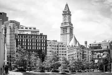 Poster de jardin Rouge, noir, blanc City Skyline with Clocktower
