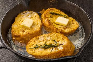 スキレットとフレンチトースト French toast of the iron pan