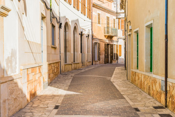 Fototapete - View of an mediterranien old town street