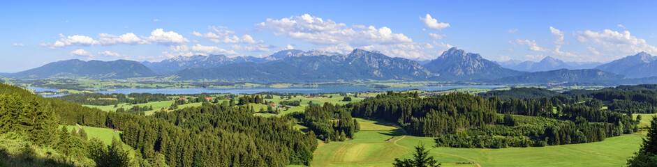 Wall Mural - Ausblick auf das Ostallgäu mit Forggensse, Füssen und Alpenkette