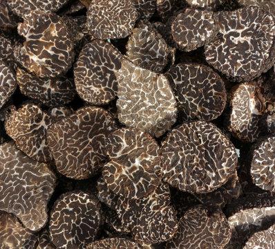 sliced black truffes
