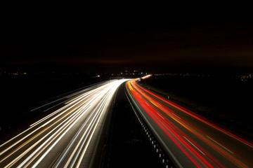 Nachtaufnahme Autobahn