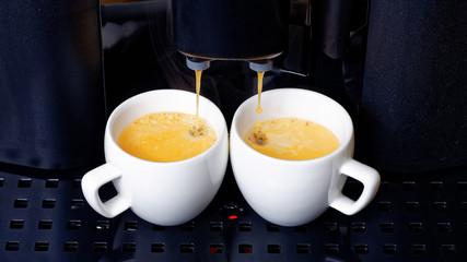 Twin espresso preparation in coffee machine