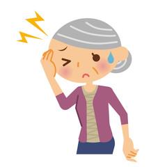 頭痛 シニア 女性
