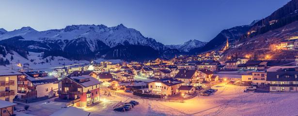 Skiort Nauders bei Nacht, vintage