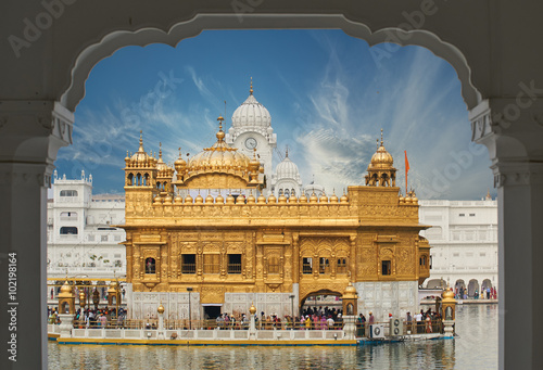 Wall mural The Golden Temple, located in Amritsar, Punjab, India.