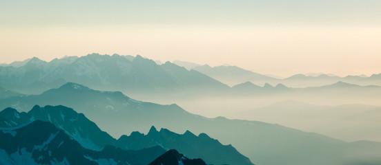 Montage in der Fensternische Gebirge Pyrénées