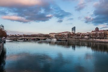 Panorama de Lyon d'un pont sur le Rhône