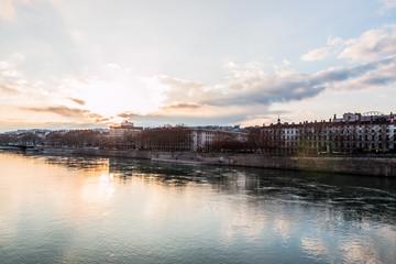 Presqu'ile de Lyon vu des quais du Rhône