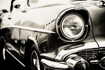 Fotomurales - Photograph of a classic vehicle with close-up on headlights.