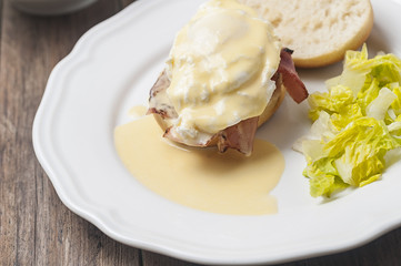 Eggs benedict with lettuce