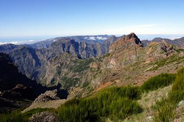Blick vom Pico de Ariero auf den Pico Ruivo