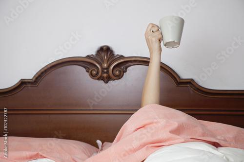 Colazione a letto immagini e fotografie royalty free su - Colazione al letto ...