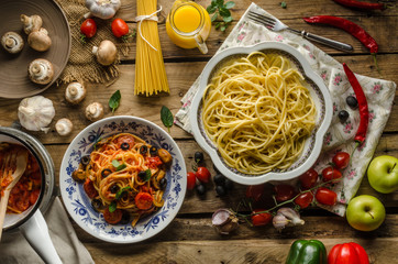 Pasta with olives, tomatoes and basil