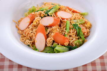 stir-fried instant noodle with chicken sausage
