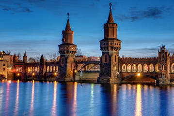 The beautiful Oberbaum Bridge in Berlin at night