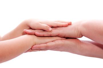 Familie legt Hände aufeinander