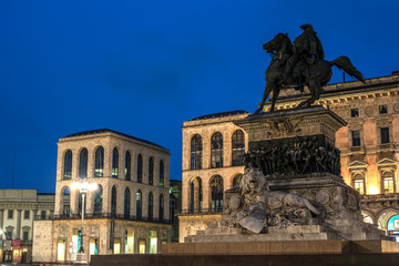 Fototapete - Milan, Italy: Monument to King Victor Emmanuel II, Cathedral Square