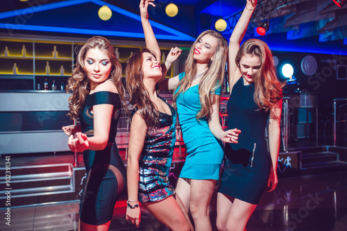 "Explore The Beauty Of Caribbean: ""Beautiful Girls Having Fun At A Party In Nightclub"" Fotos"