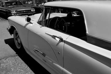 Weißes Oldtimer Cabrio
