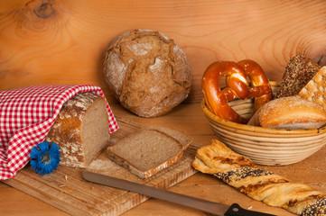Brot und Brötchenkorb