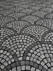 Schwarz-weiss Muster auf Steinboden als Hintergrund