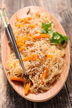 shirataki with carrot and mushroom