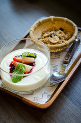 granola and yogurt berry