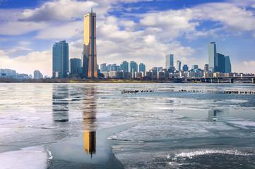 Fotobehang Seoel Ice of Han river and cityscape in winter,Seoul in South Korea.