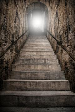 geheimnisvoller unterirdischer Treppenaufgang
