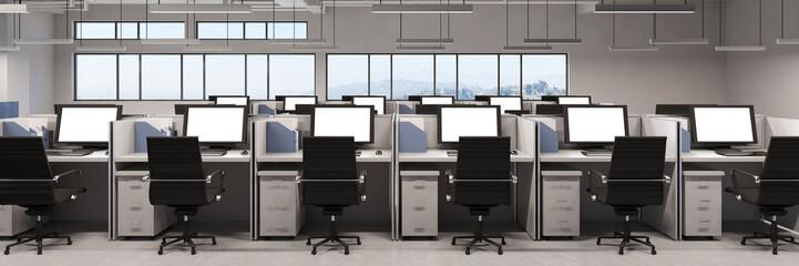 Panorama mit Büro und vielen Monitoren