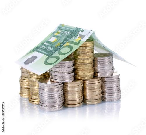 finanzen haus aus geld stockfotos und lizenzfreie bilder auf bild 102730709. Black Bedroom Furniture Sets. Home Design Ideas