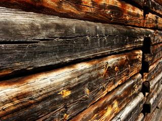 Ściana z belek drewnianych