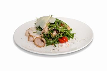 салат с ветчиной, твердым сыром и зеленью