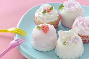 カップケーキ デコレーションケーキ シュガークラフト