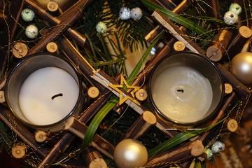 Zwei weihnachtliche Teelichter