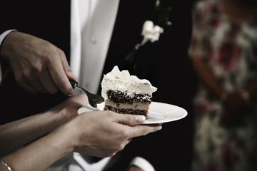 Porcja ciasta na talerzu