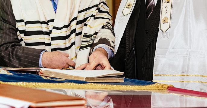 Jewish judaism culture holiday torah tova